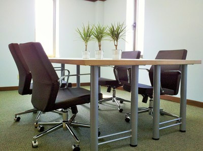 Meeting Space Mindwarehouse - Corner conference table